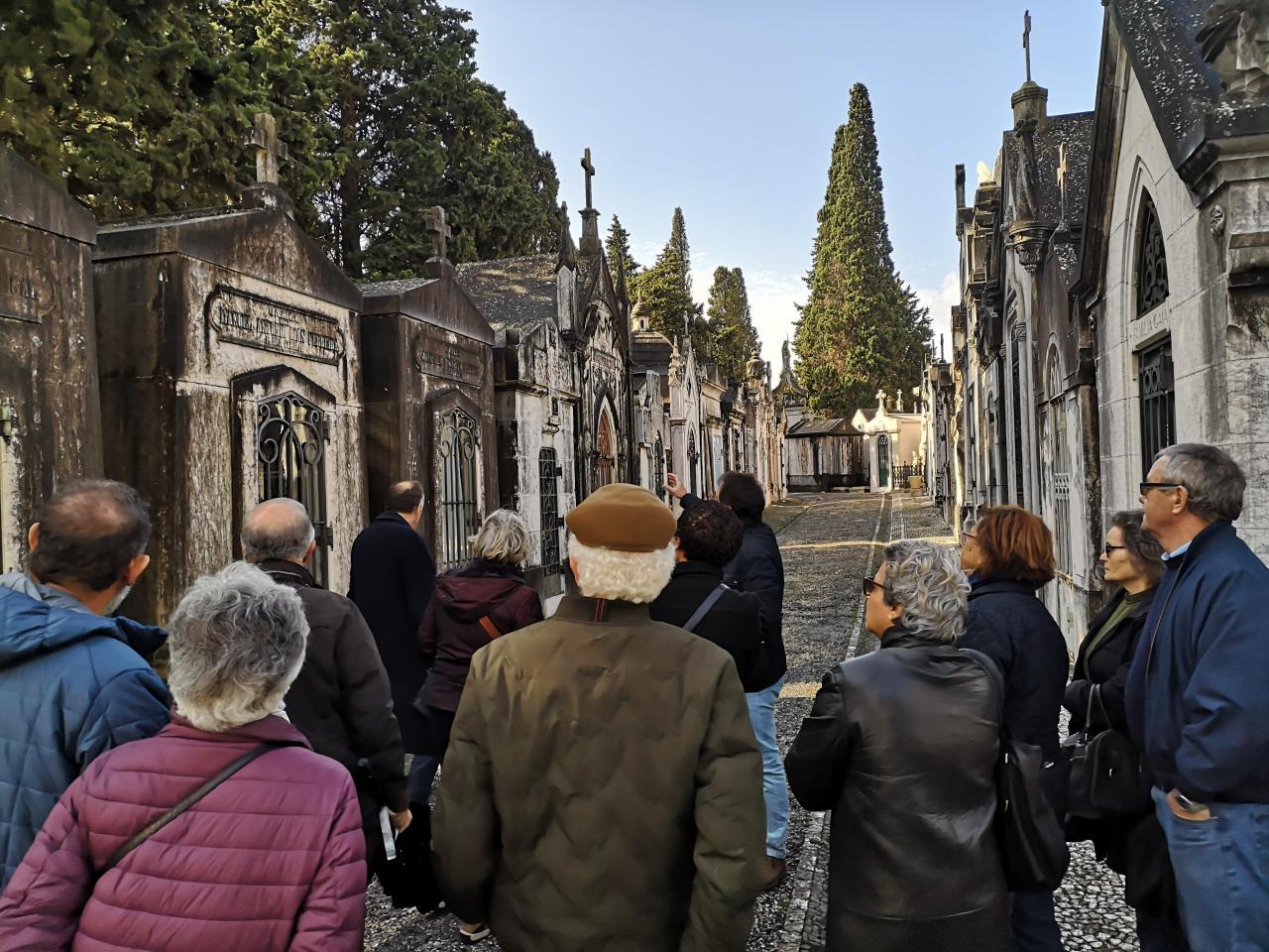 À Descoberta da Estrela no Cemitério dos Prazeres